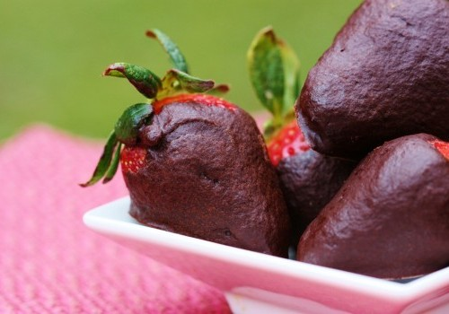 Raw Vegan Chocolate Covered Strawberries