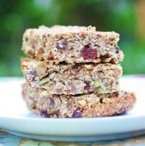 Vegan Oatmeal Raisin Snack Bars