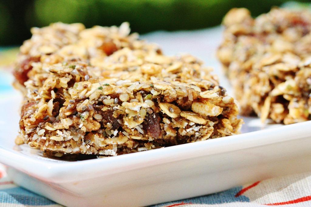 ... : Super Speedy, No Bake Omega-3 Vegan Snack Bars | The Full Helping