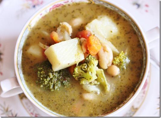 vegan white bean and vegetable pistou