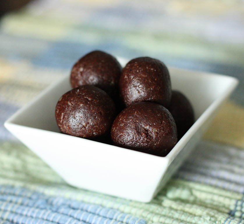 Chocolate Walnut and Maca Energy Bites | The Full Helping