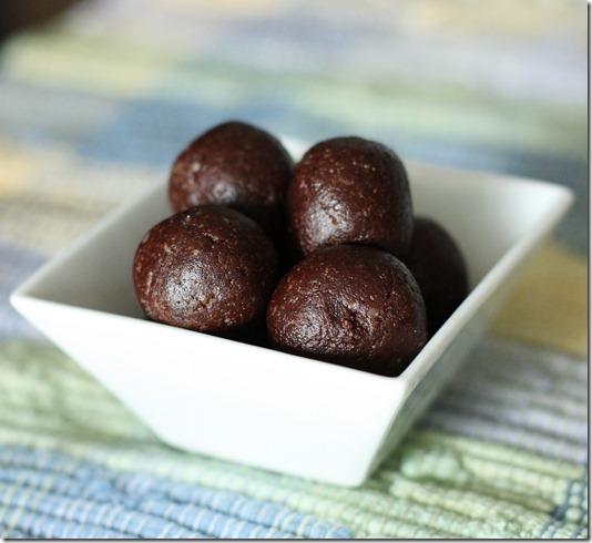 choclate walnut maca energy bites