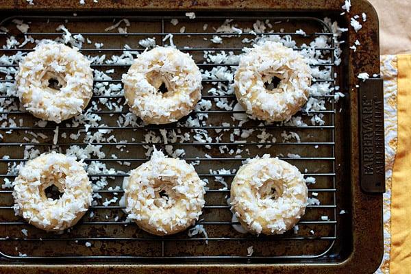 Vegan-Lemon-Coconut-Baked-Doughnuts-4