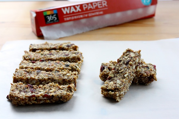no bake cranberry almond chia bars / Choosing Raw