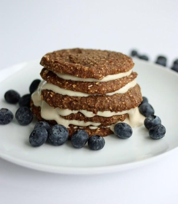Amy Lyons' Raw Banana Oat Pancakes // Choosing Raw