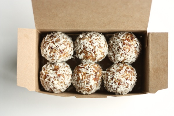 mesquite, cashew, and coconut truffles // choosing raw