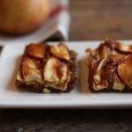 Raw Caramel Apple Pie Bars // Choosing Raw