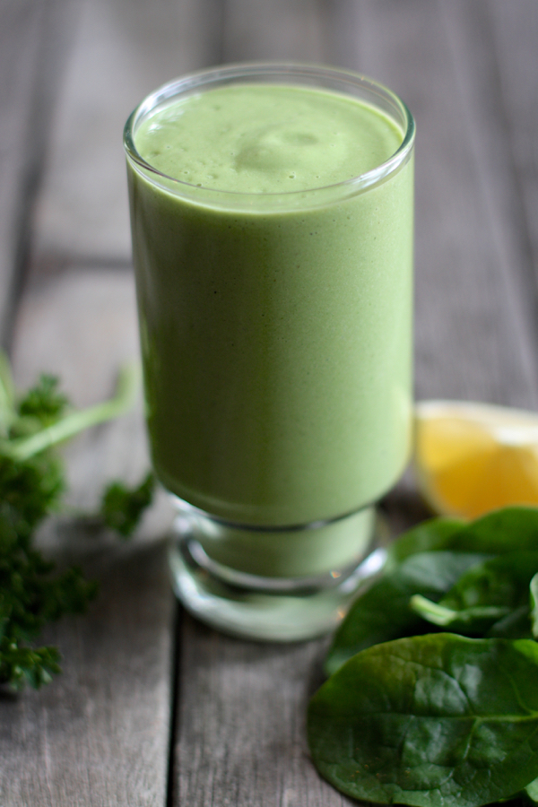Banana, Pear, and Hempseed Smoothie // Choosing Raw