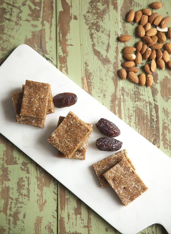 Apricot Almond Vanilla Snack Bars // Choosing Raw