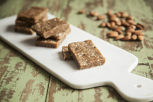 Apricot Almond Vanilla Snack Bars // Choosing Raw