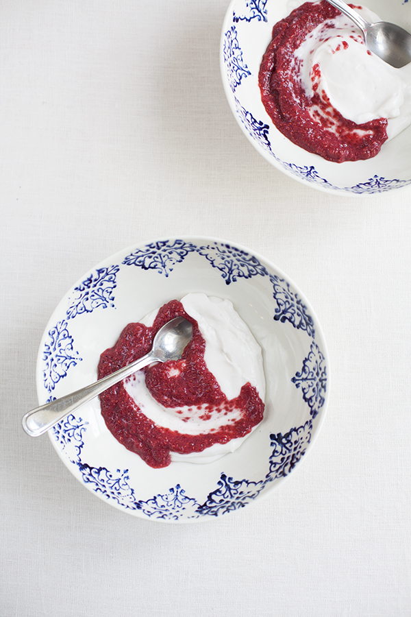 Coconut yogurt and berry chia pudding swirl // Choosing Raw