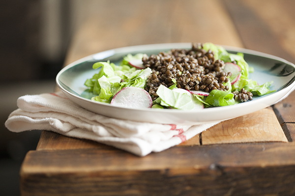 Beluga lentil, butter lettuce, and radish salad with creamy lemon cashew dressing // Choosing Raw