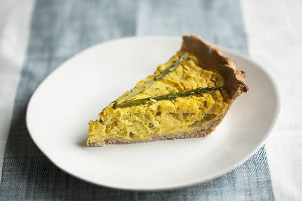 Vegan and GF Leek and Asparagus Quiche // Choosing Raw