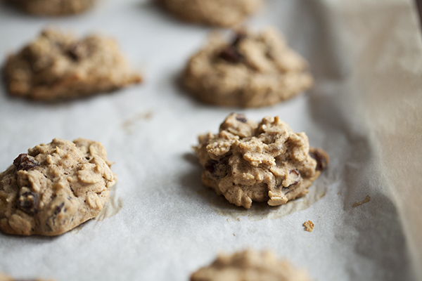 Gluten Free Oatmeal Raisin Cardamom Cookies // Choosing Raw