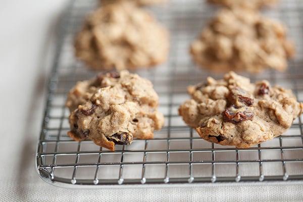 Gluten Free Oatmeal Raisin Cardamom Cookies // Choosing Raw