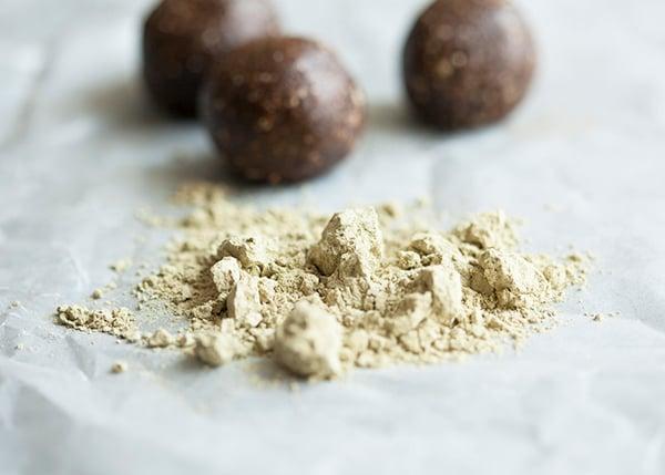 Mocha Pecan Energy Balls --  Vegan and Gluten Free // Choosing Raw