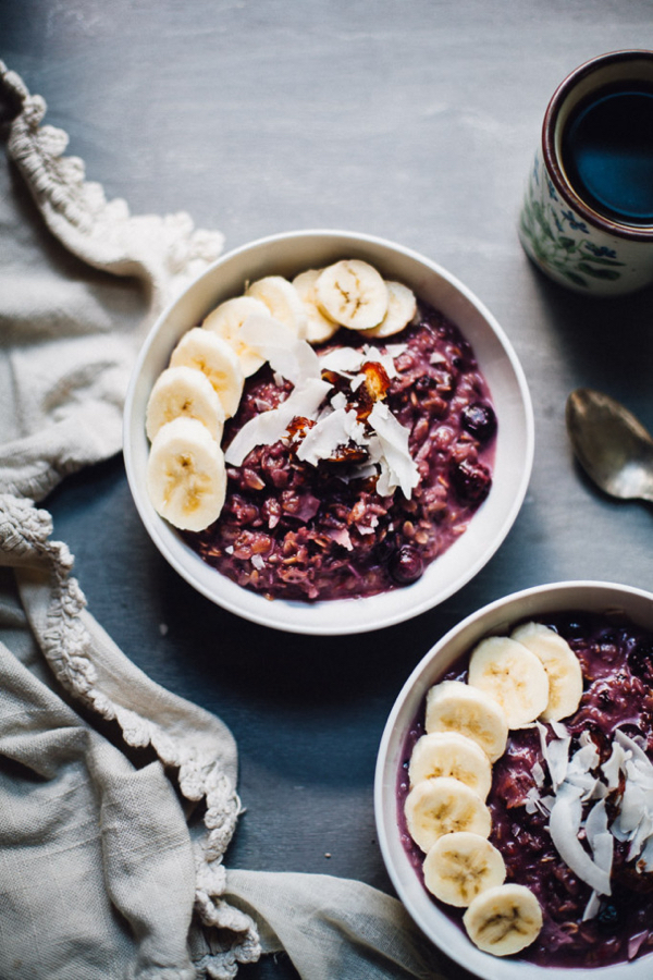 toasted-berry-coconut-oatmeal-vegan-breakfast-5829