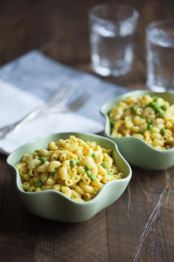 Easiest-Vegan-Mac-n-Cheese-and-Peas