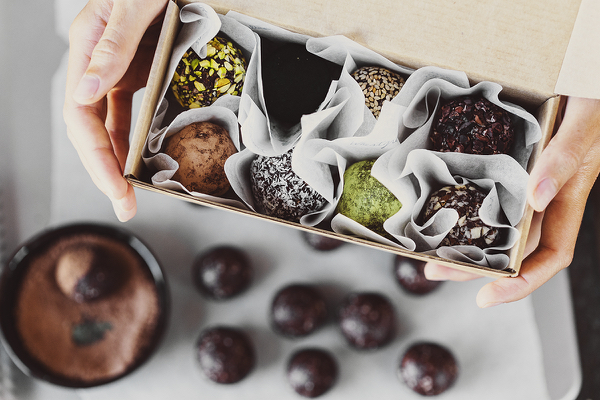 Cocoon_Cooks_Cacao_Almond_Truffles_1