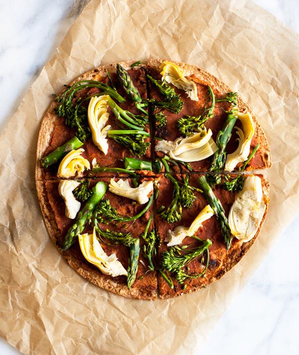 Vegan pizza tortilla