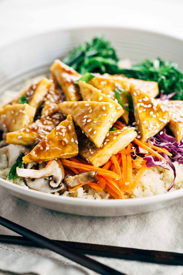 teriyaki-glazed-tofu-with-cauliflower-rice-and-vegetables-in-bowl