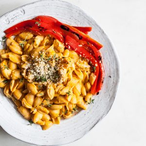 Quick & Easy Vegan Roasted Red Pepper Mac n' Cheese