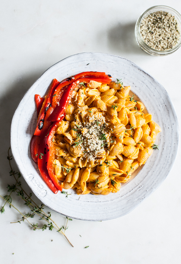 Quick & Easy Vegan Roasted Red Pepper Mac n' Cheese | The Full Helping