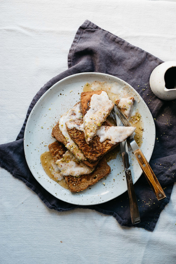 gingerbread-spicedveganfrenchtoast-dollyandoatmeal