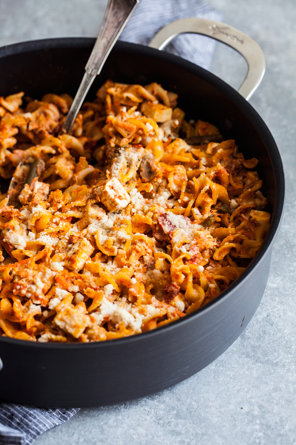 Easy Vegan Pizza Pasta Bake | The Full Helping