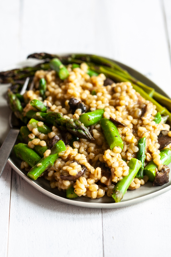 Vegan Barley Asparagus Mushroom Risotto | The Full Helping