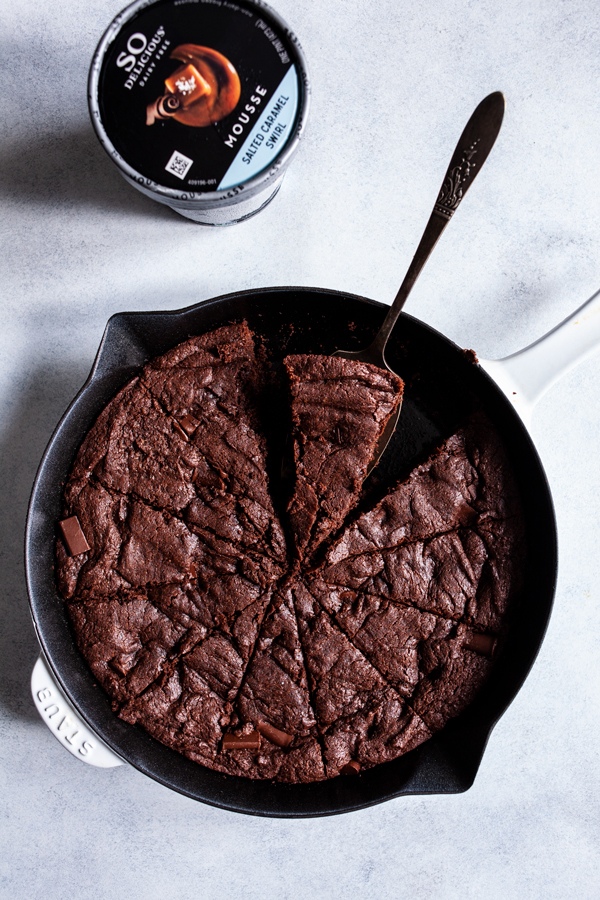 Fudgy Secret Ingredient Vegan Skillet Brownies | The Full Helping