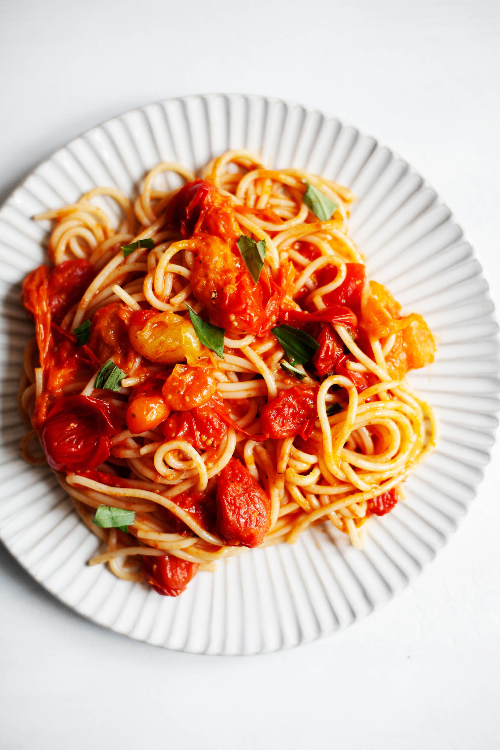 Simple vegan burst cherry tomato pasta | The Full Helping