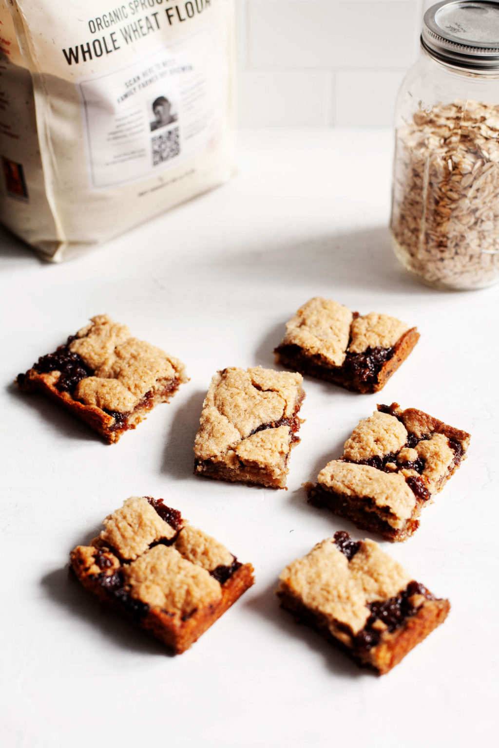 Freshly sliced snack bars have recently been prepared with whole wheat flour and oatmeal.